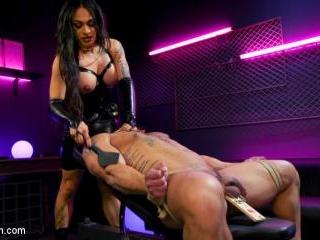 Fierce Busty Goddess Eva Maxim Fucks Man Meat Drav