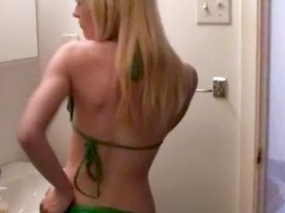 This blonde emo loves shaking her ass in front the