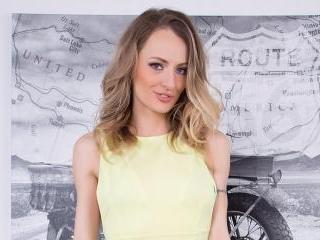 Natasha Starr Fucking Her Pussy Solo