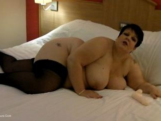On The Bed With Dee Pt1