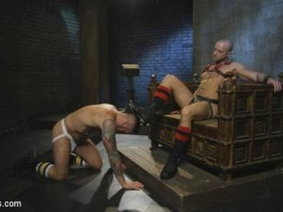 Muscled pig slave gets his first taste of the catt