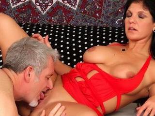 Brunette MILF Corolyn Jewel hardcore sex
