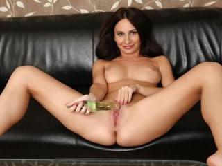European hottie toy fucks her wet pussy to pleasur