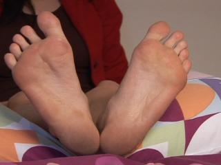 Mia shows her dirty feet