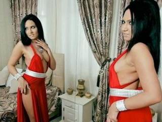 FoxyYasmin Sensual Stripteasing In Bed