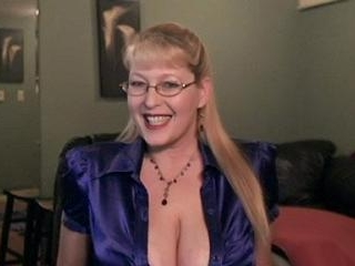 Mature myhoneypotsjuicy Playing With Her Tits