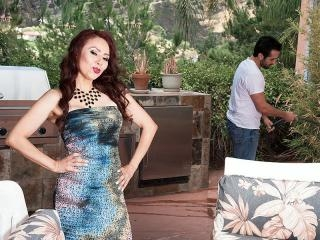Red-hot MILF Claudia gets ass-fucked by the garden