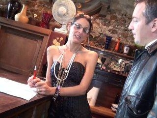Laetitia, une agent immobilier qui donne de sa per