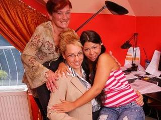 Lesbian-Alex295
