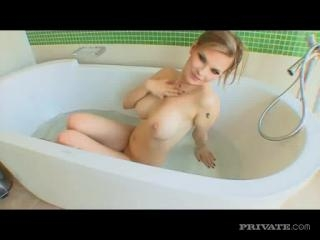 Tarra White in Tarra shows us how it\'s done