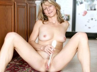 Amateur Milf Berkley gets nude & stuffs a dildo fo