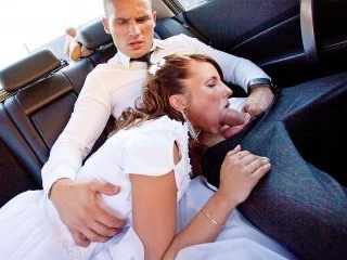 Teen bride gives head in the car