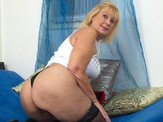 Horny mature lady playing with her shaved pussy