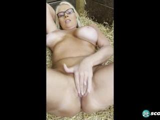 BONUS VIDEO: On the farm with Maddie Cross