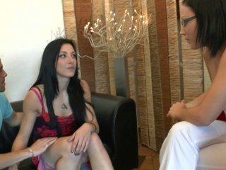 Coralie, 27 ans est une charmante vendeuse qui veu