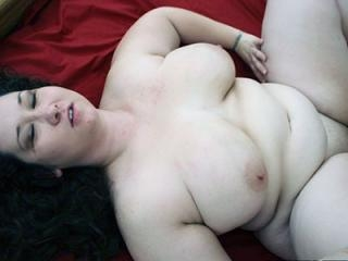 Plumper Jem Jewel Spreads For a Cock