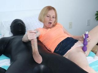 ALYSSA HART MAKES HIM CUM ON HIS FACE