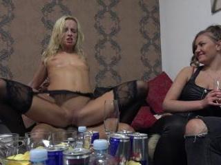 Blonde Amateur Ridding single Cocks at Home Swinge