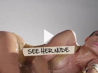 Jennifer Lopez lips a sexy hard nipple in the dark