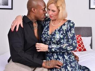British temptress Molly Maracas goes interracial