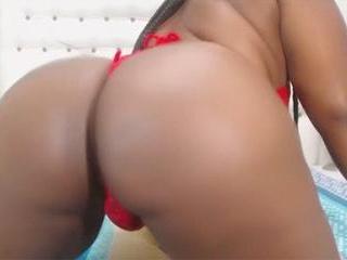 Busty Ebony WonderfulAss Works Her Goods