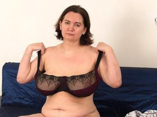 Mature housewife shows off big saggy tits and fuck
