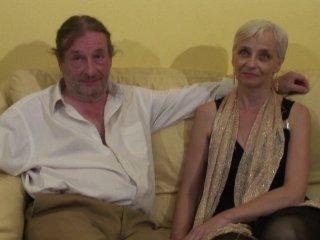 Charles et Alia, couple de quinqua, se livrent dev