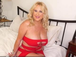 Dressed to fuck, Nina Bell tells us about herself