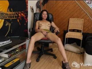 Havannah Smith Rubs Out In Chair