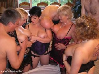 Barby\'s 4 Girl, 3 Guy Party Movie Pt2