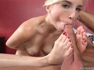 Piper Perri Hot Blonde Receives Dick and Cumshot