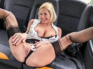 Older Lady\'s Big Pussy Lips Opened