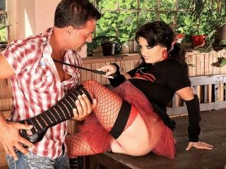 Arianna Sinn lays down the law and gets laid